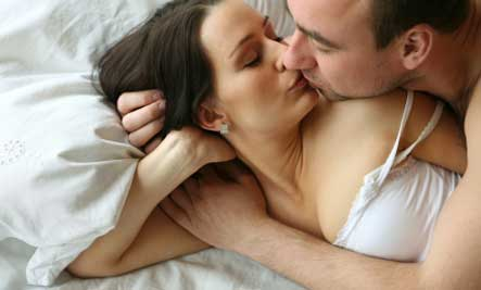 sexy-couple-kissing
